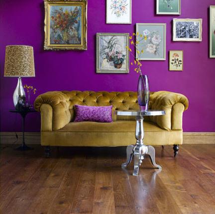 Sofa e quadros