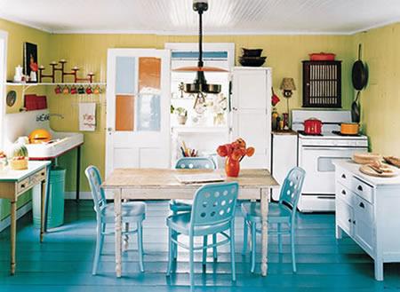 Acentuar as portas, aros e alguns móveis com a cor azul
