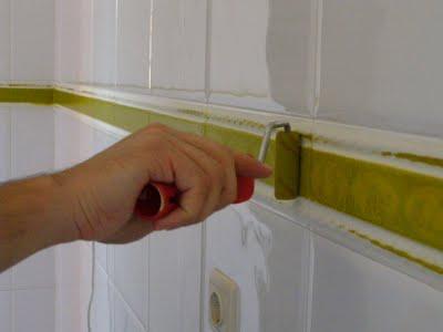 Como fazer desaparecer um friso a nossa vida - Como tapar azulejos ...